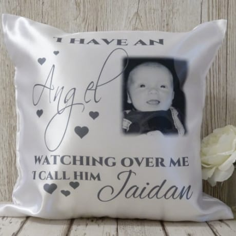 Cushion 3a : Angel watching