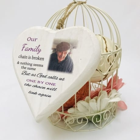 Wooden remembrance heart - our family chain is broken